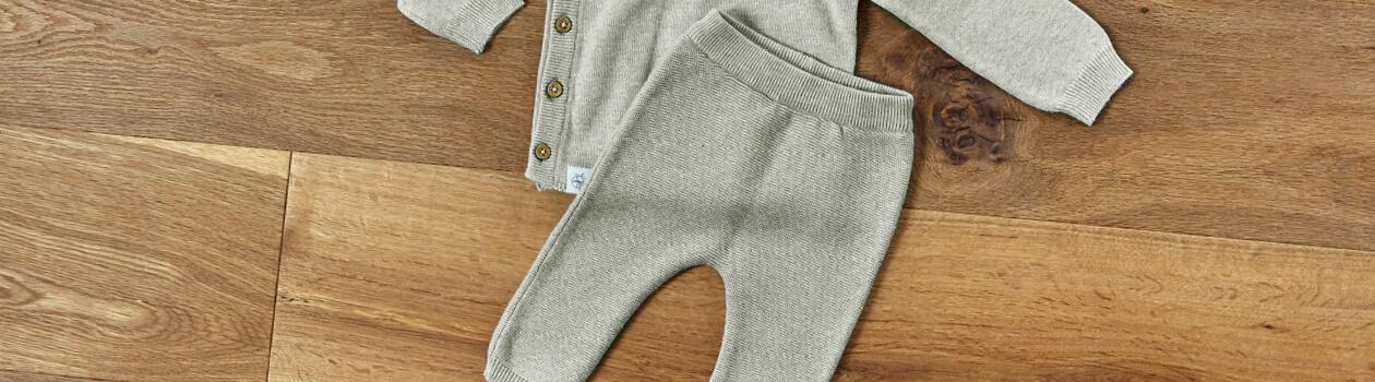 Bonnets et pantalons bébé